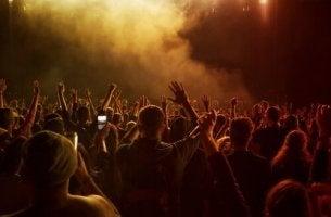 Chemsex - Menschen, die auf einem Konzert sind