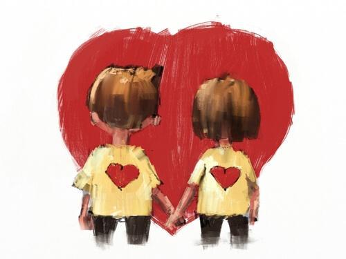 Paar, das vor einem Herz Händchen hält