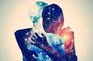 In eine Illusion verliebt - mit Sternenhimmel gefüllte Silhoutten von Partnern
