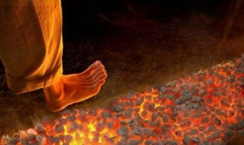 Feuerlaufen: Eine neue, aber gefährliche Motivationstechnik