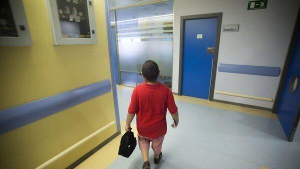 Der Junge im Krankenhaus