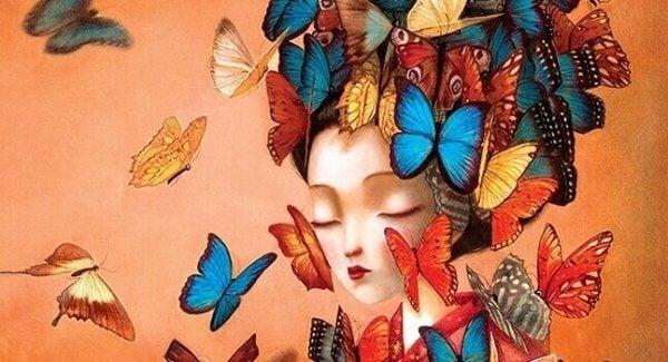 Wachstum der Liebe - Schmetterlinge um das Gesicht einer Frau
