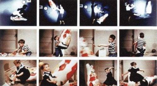Zwölf kleine Fotos, die das Experiment zeigen: wie Kinder mit der Bobo Puppe umgehen, sie schlagen usw.