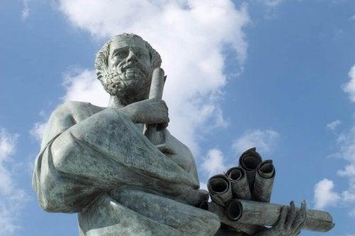 Eine Statue eines Philosophen