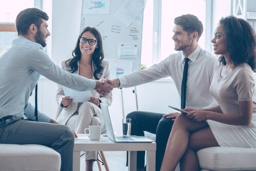 Wie man gut verhandelt, lernen diese Teilnehmer eines Seminars