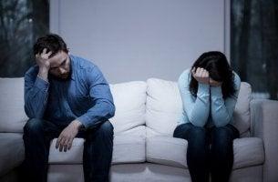 Warum trennen sich unglückliche Paare nicht? - Ein wütendes und verzweifeltes Pärchen