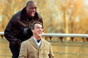 Ziemlich beste Freunde - Driss schiebt Philippes Rollstuhl