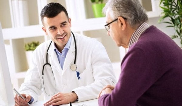 Ein Arzt im Patientengespräch