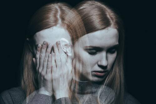 Eine Frau mit Stimmungsschwankungen