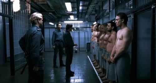 Aufseher und Gefangene im Gefängnis