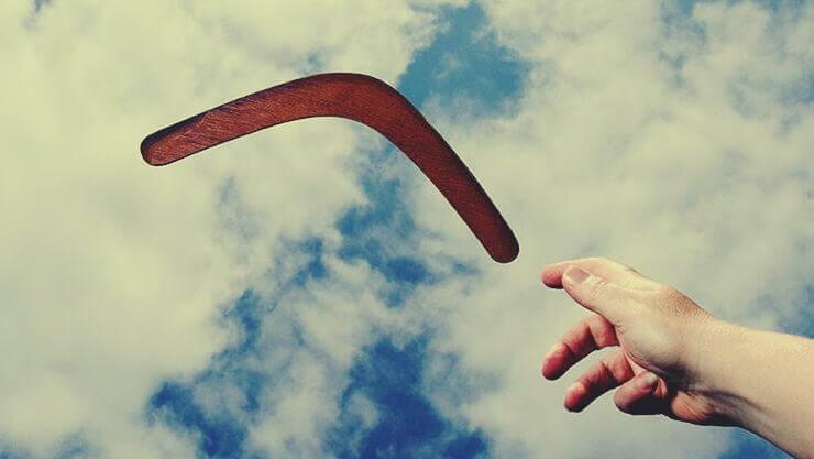 Bumerang in der Luft
