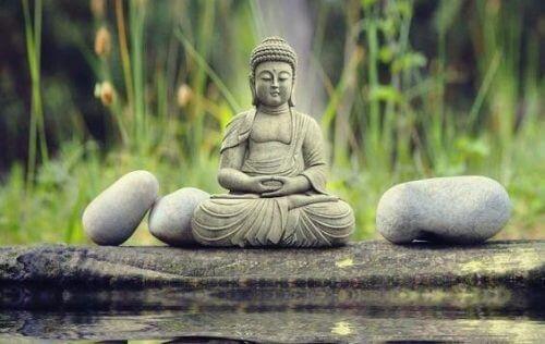 Asiatische Weisheit: die Tiefe und der Hintergrund