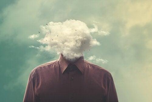 Denkender Mann, dessen Kopf hinter einer Wolke verborgen ist
