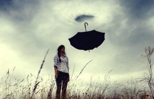 Düstere Stimmung mit schwarzem Regenschirm