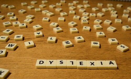 Das englische Wort für Dyslexie mit einem umgekehrten L