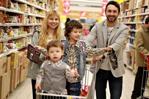 Familie ist einkaufen