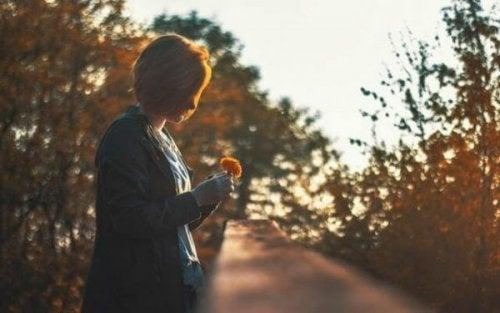 In Erinnerungen zu leben heißt, weniger zu leben