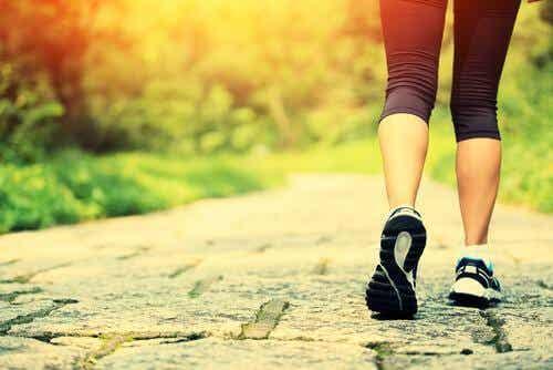 Fünf Vorteile von Spazieren für die Fitness