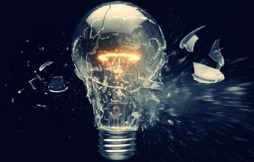 Glühbirne explodiert