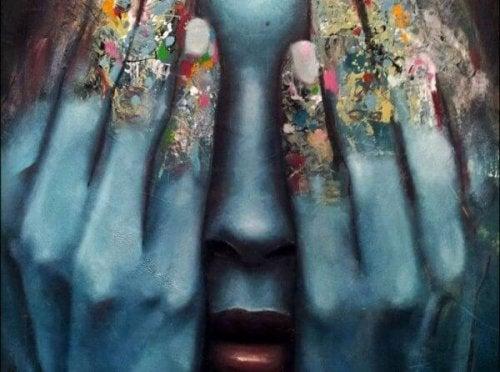 Zwei Hände bedecken ein Gesicht.