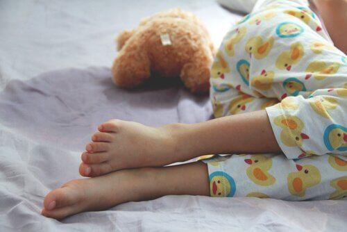 Enuresis: Ursachen, Symptome und Behandlung