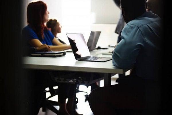 Mitarbeiter in einer Besprechung