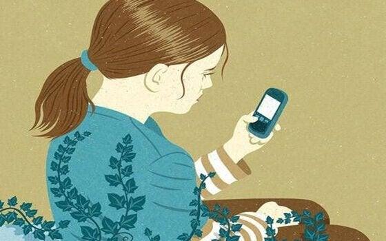 Ein Mädchen spielt mit dem Handy.