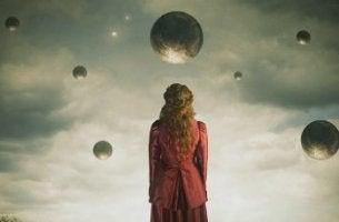 Mädchen mit emotionaler Reife unter verschiedenen Himmelskörpern