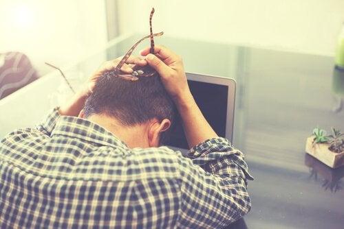Die 3 gefährlichsten Auswirkungen von Arbeitsstress