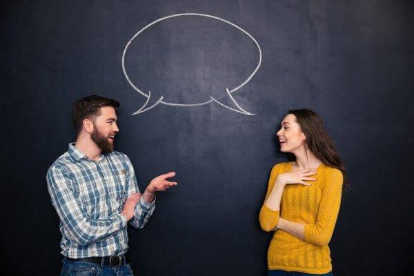 Mann und Frau kommunizieren miteinander.