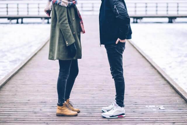 Paar führt ein Trennungsgespräch