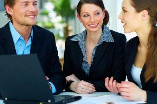 Geschäftspersonen kommunizieren
