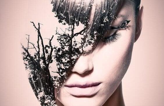 Der Kopf einer traumatisierten Frau, aus dem ein Wald wächst