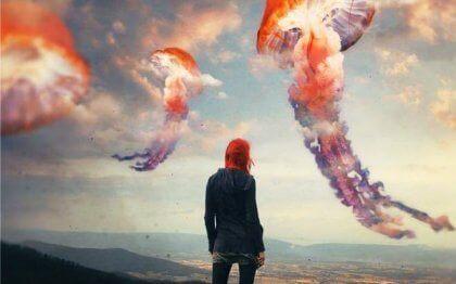Quallenförmige Wolken symbolisieren emotionale Irrtümer