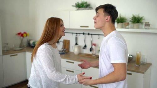 Fehler in der Kommunikation sorgen bei diesem Paar für ständige Streitereien.