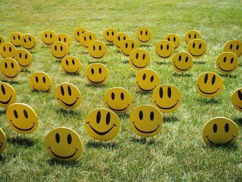 Smileys im Gras