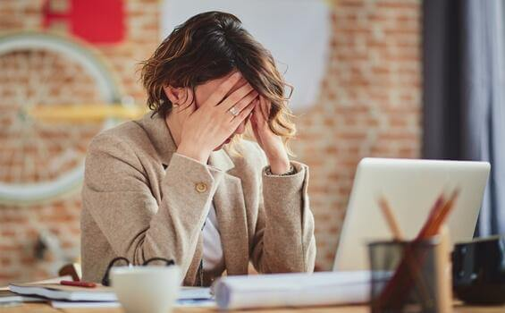 4 Methoden, um mit hinterlistigen Arbeitskollegen umzugehen