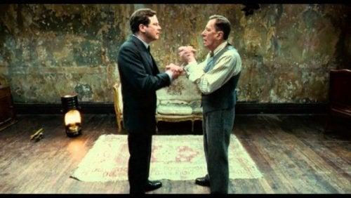 Zwei Männer diskutieren