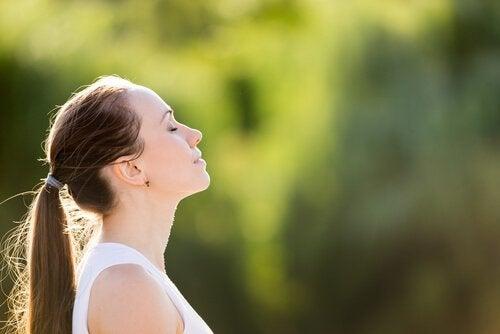 3 Übungen zur Linderung der Angst in wenigen Minuten