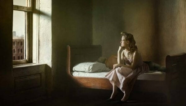 Ein Gemälde von Edward Hopper, das eine Frau zeigt, die auf einem Bett sitzt und gedankenverloren durch ein Fenster blickt.
