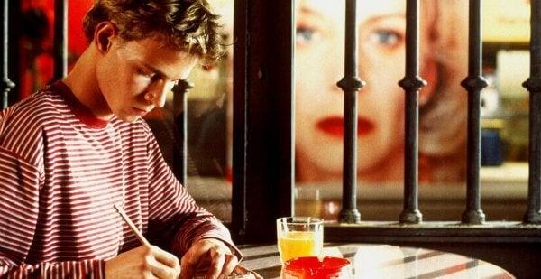 Der Sohn von Manuela schreibt ihr einen Brief.