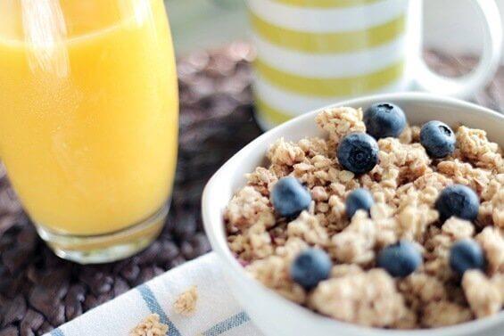 Ein gesundes Frühstück mit Müsli