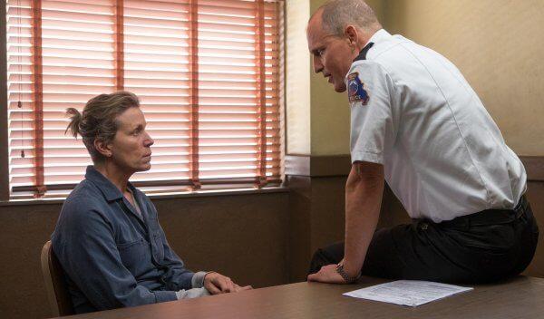 Mildred Hayes unterhält sich mit dem Sheriff der Gemeinde