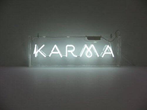 Karma als Beispiel für eine kognitive Verzerrung