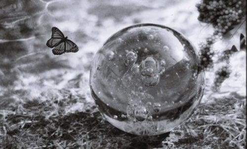 Emotionale Fragilität: Die Schlüssel zum Verständnis unseres Ichs und seiner Stärkung