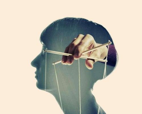 Manipulierende Menschen: 4 Merkmale