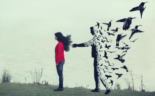 Mann, der sich hinter einer Jugendlichen in Vögel verwandelt