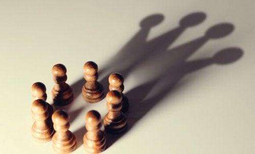 5 kognitive Verzerrungen, die Menschen in Machtpositionen begünstigen