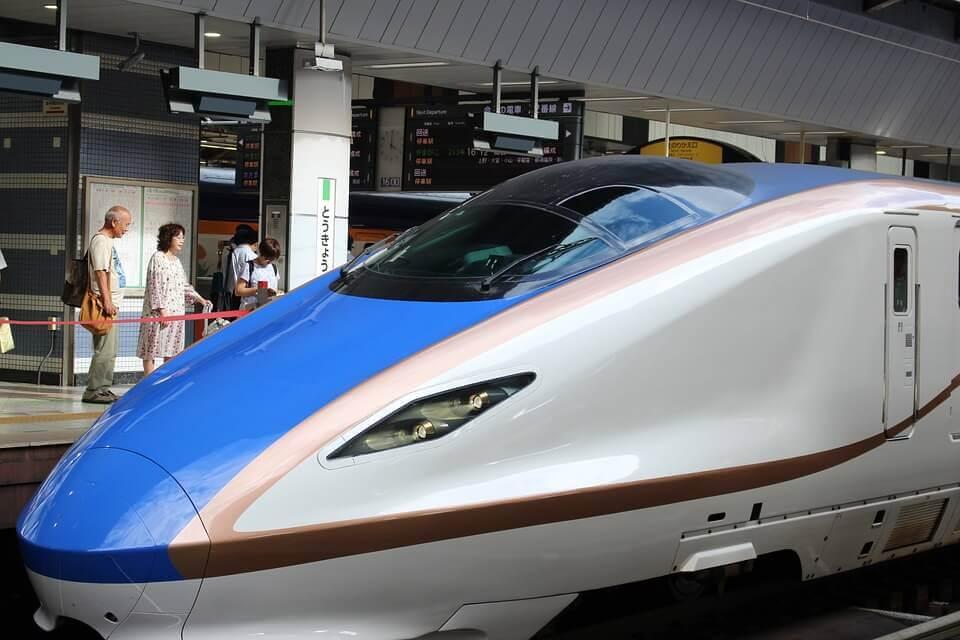 Hochgeschwindigkeitszug in Tokyo