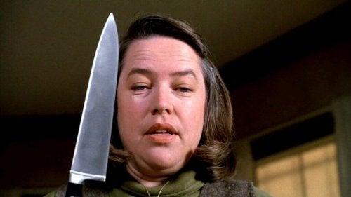 Annie Wilkes mit Messer